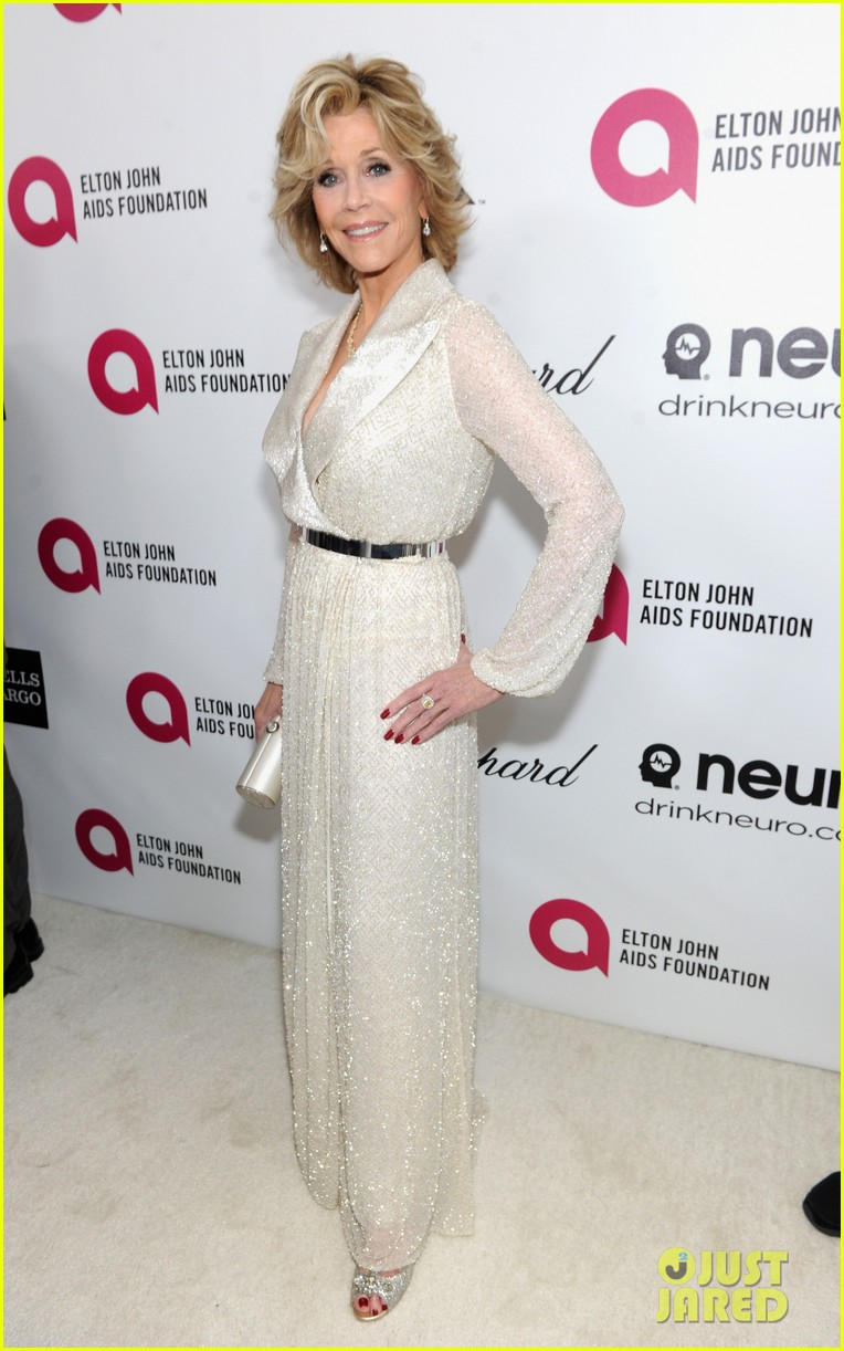 jane fonda attends elton john oscar 2014 party after writing blog about mortality 013064304