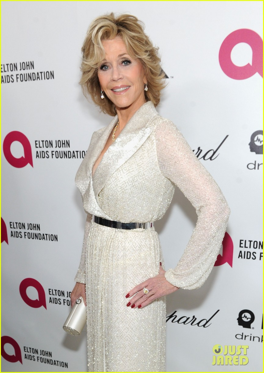 jane fonda attends elton john oscar 2014 party after writing blog about mortality 023064305