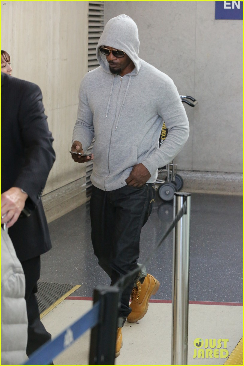 jamie foxx touches down at lax after foxwoods concert 013069175