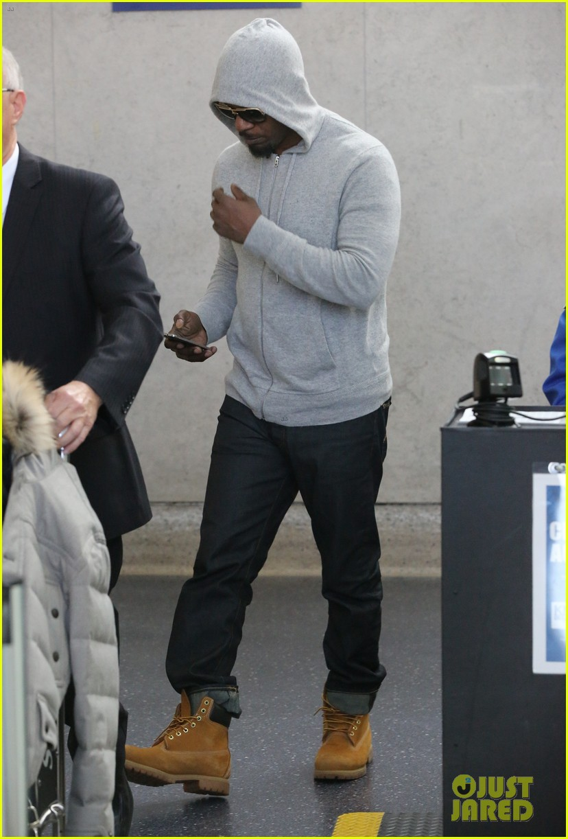 jamie foxx touches down at lax after foxwoods concert 073069181