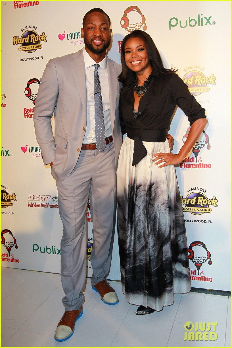 dwyane wade helps hold gabrielle union gown event 033072948