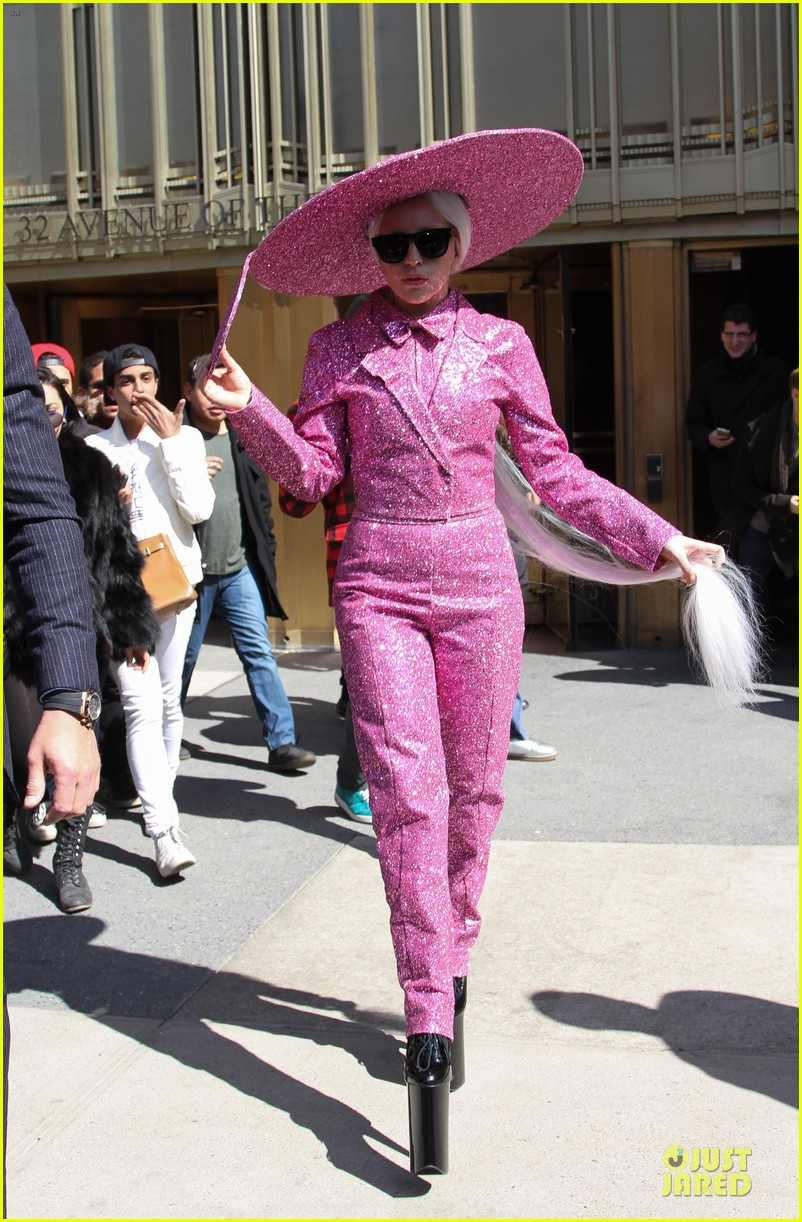 lady gaga taylor kinney is in charge 053077913