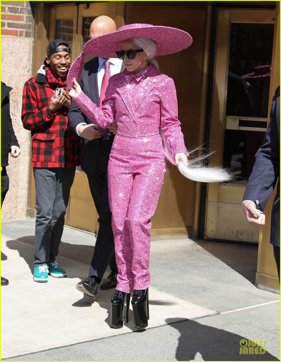 lady gaga taylor kinney is in charge 083077916