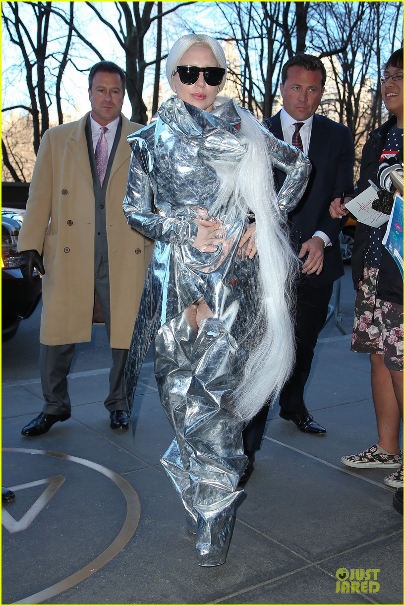 lady gaga shines in silver foil outfit 033078010