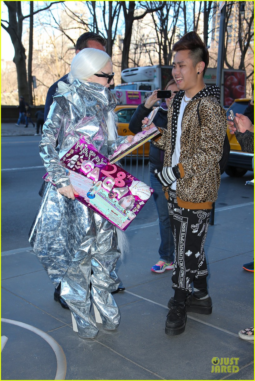 lady gaga shines in silver foil outfit 12