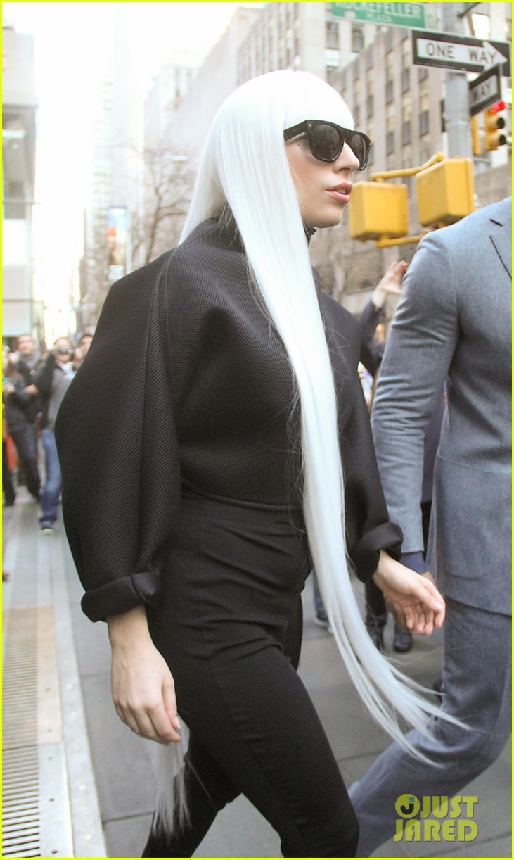 lady gaga gives her fans a special preview at guy video 103076067