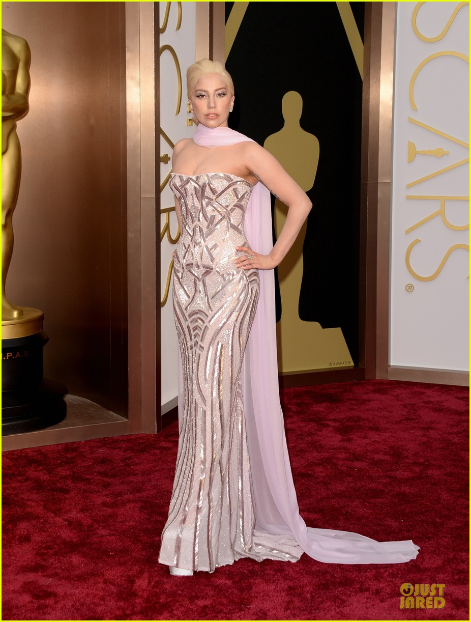 lady gaga metallic goddess on the oscars 2014 red carpet 01