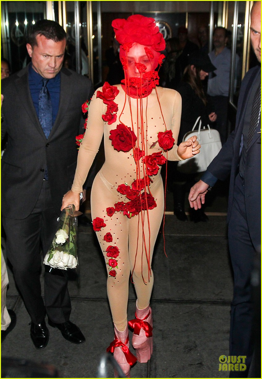 lady gaga rose inspired outfit 01