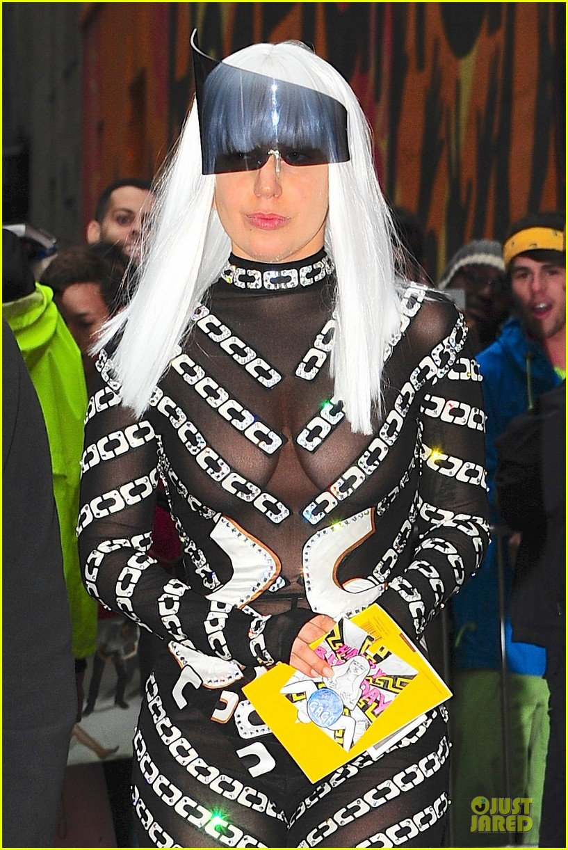 lady gaga rose inspired outfit 16
