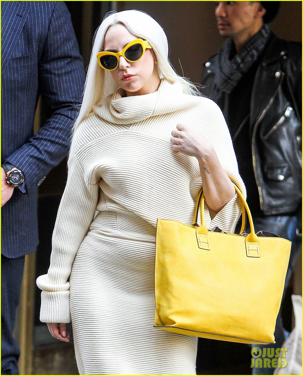lady gaga simple yet chic look 043077807