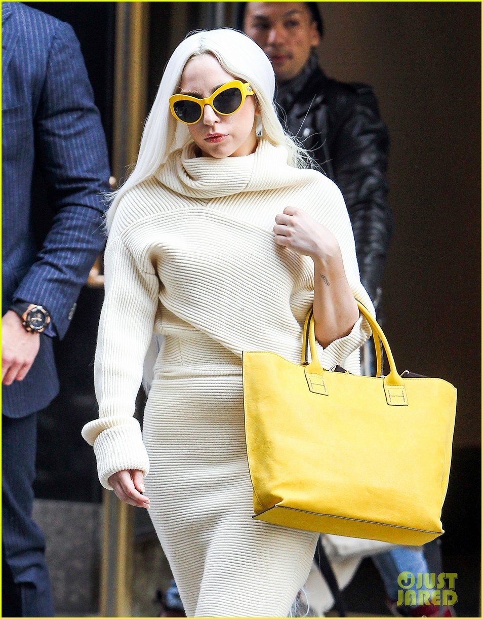lady gaga simple yet chic look 07