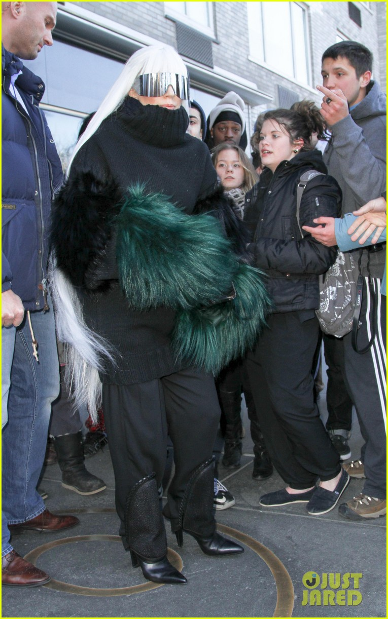 lady gaga vaccuums her sinuses away 10