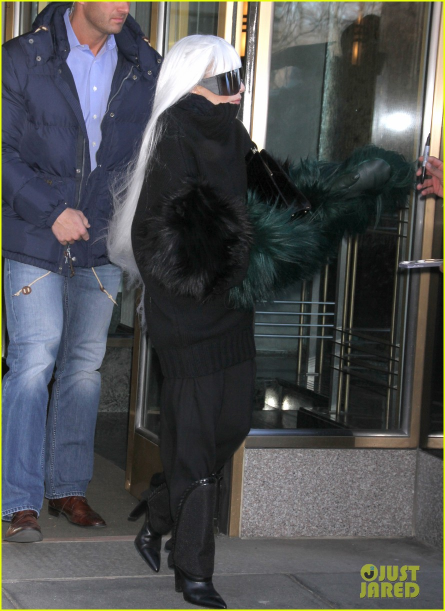 lady gaga vaccuums her sinuses away 17
