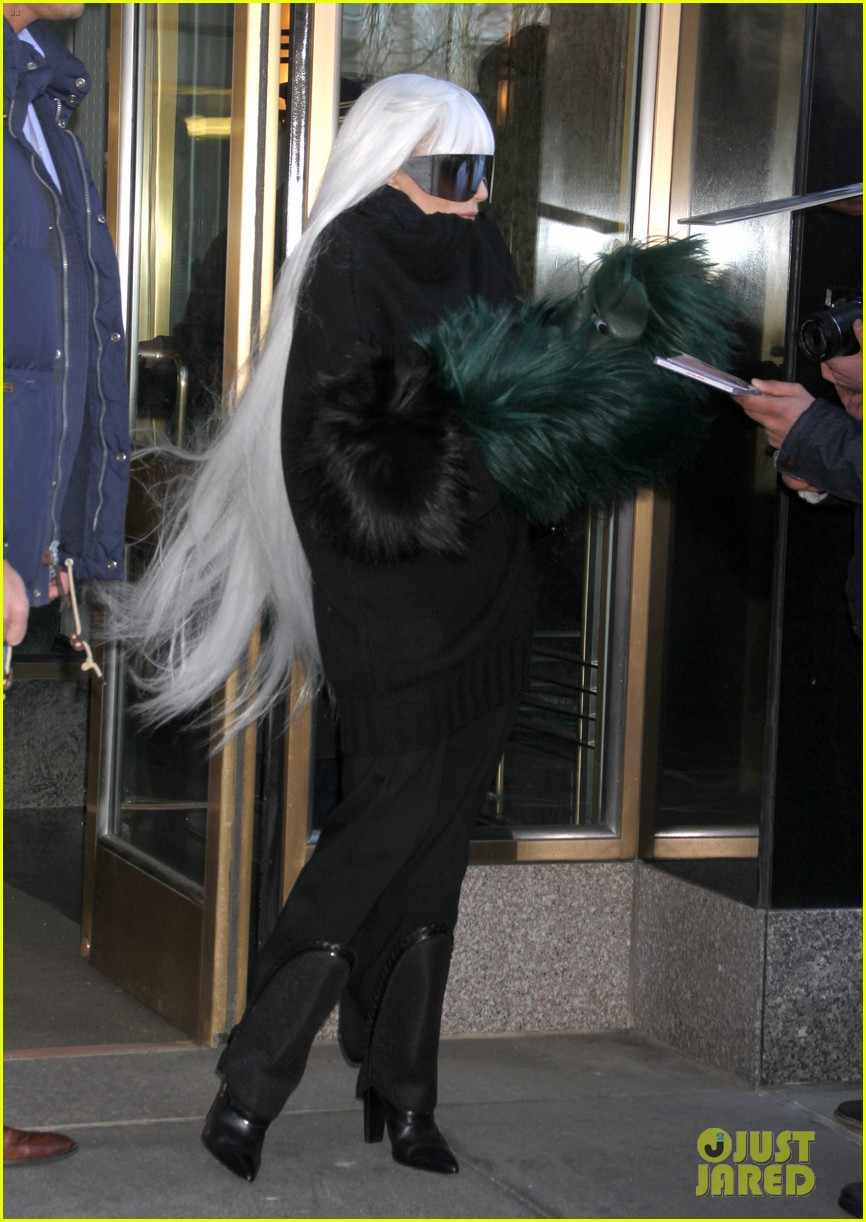 lady gaga vaccuums her sinuses away 193079085