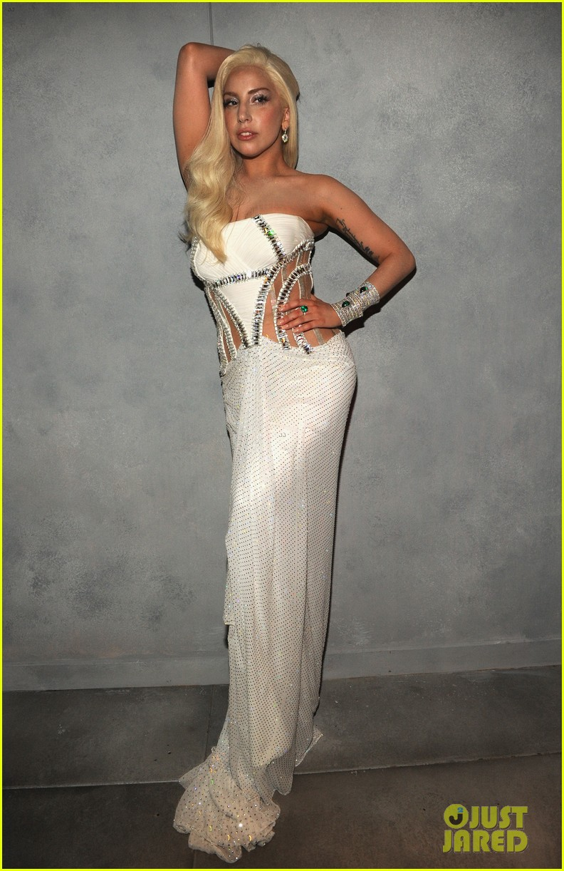 lady gaga switches dress for vanity fair oscars party 2014 033064401