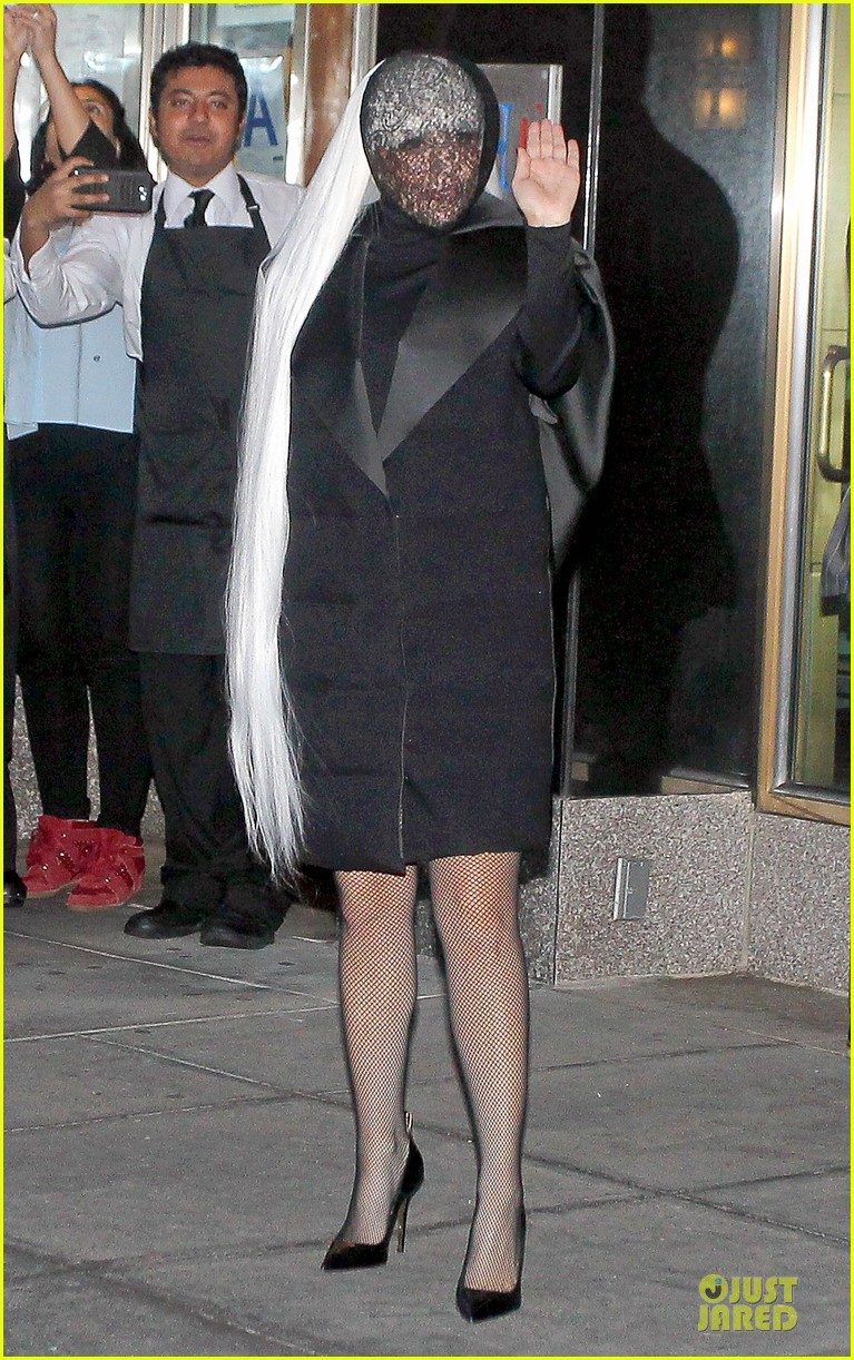 lady gaga beauty recognizable under veil 013082493