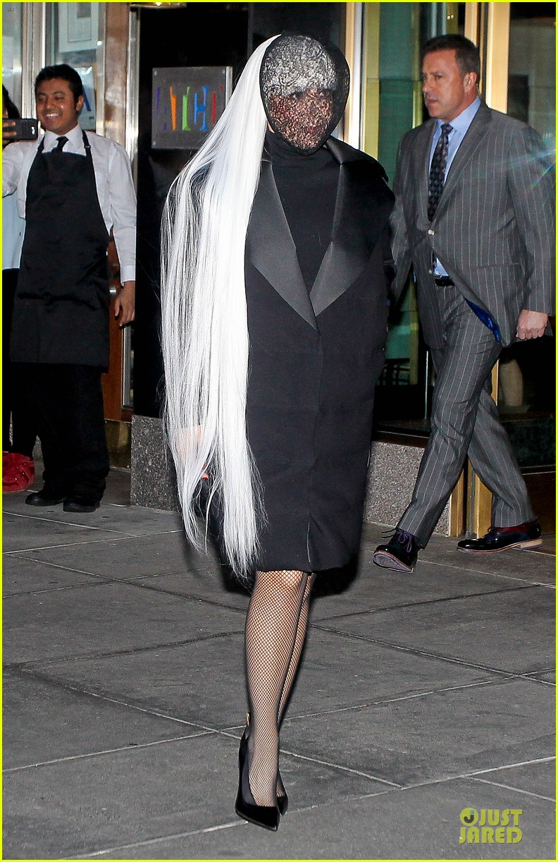 lady gaga beauty recognizable under veil 023082494