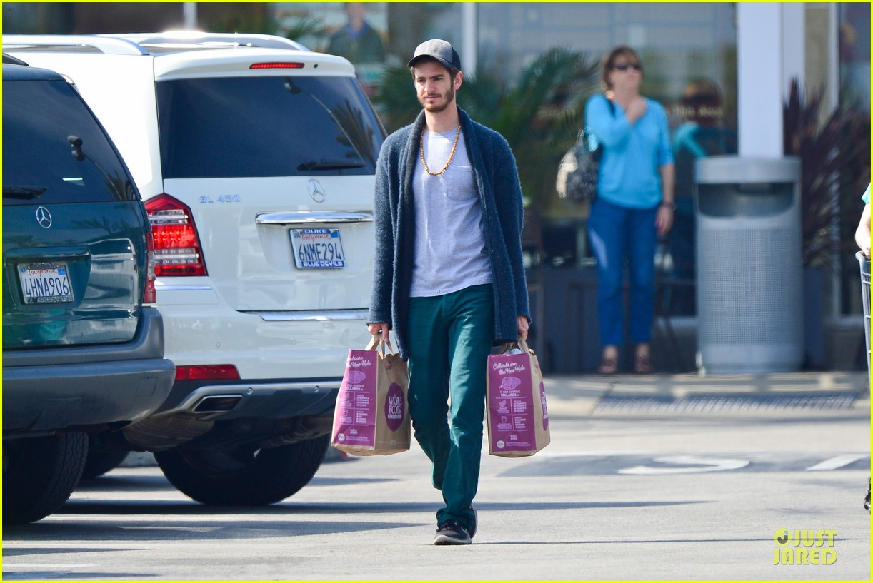 andrew garfield builds mother son chemistry with 99 homes co star laura dern 203068023