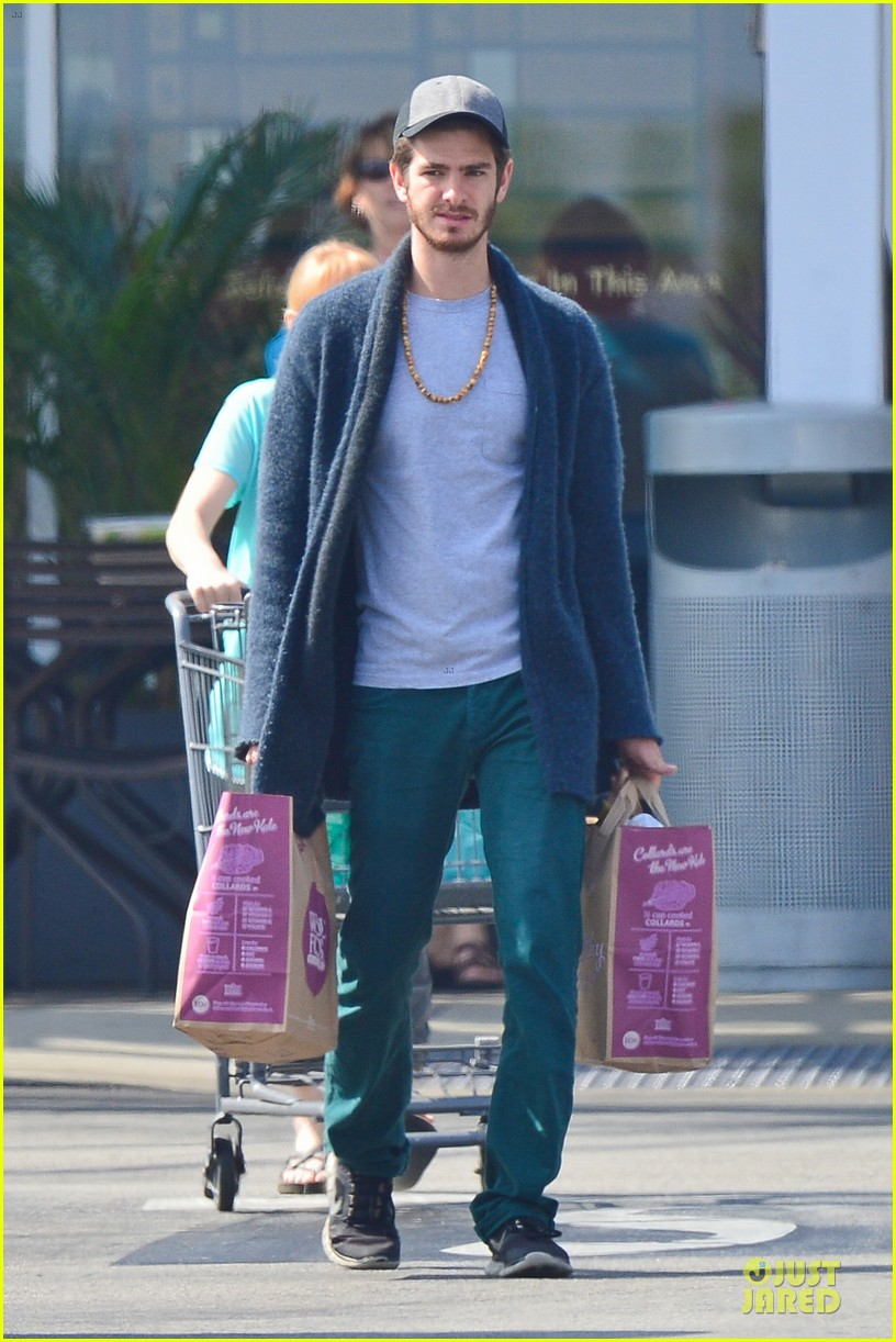 andrew garfield builds mother son chemistry with 99 homes co star laura dern 213068024