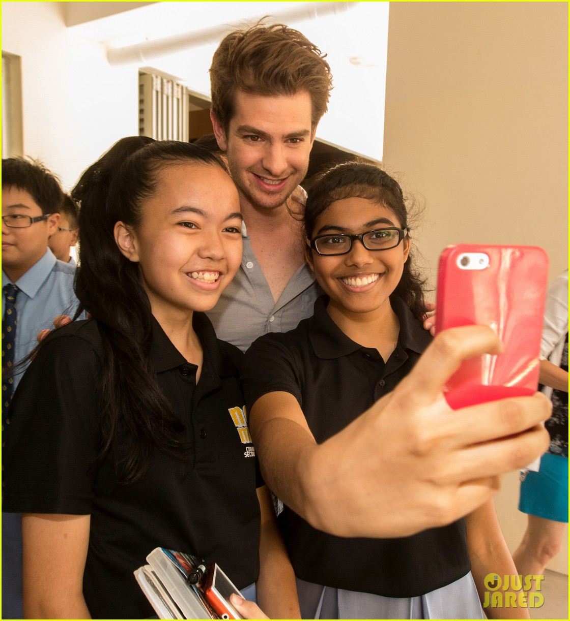 andrew garfield jamie foxx want you to be a superhero for the planet 023080436