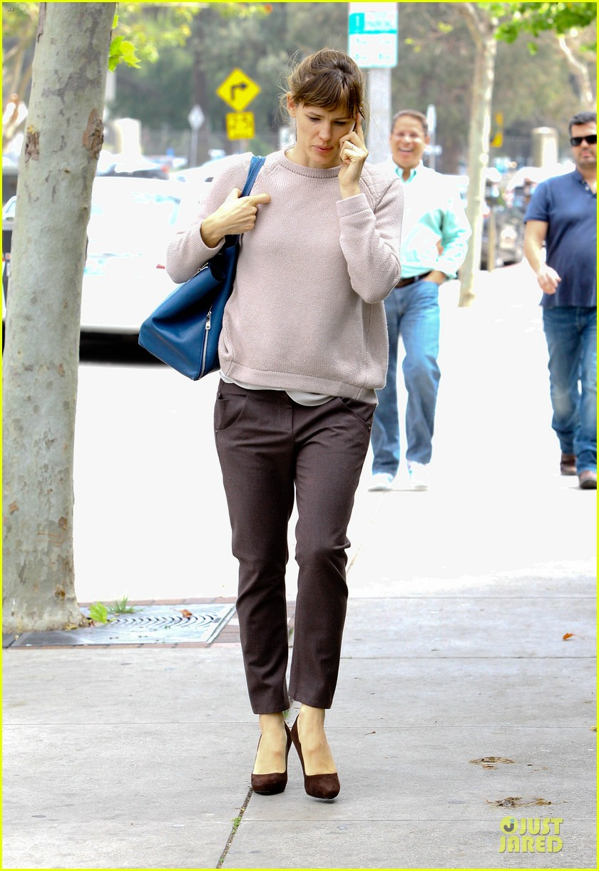 jennifer garner adds blue to errand run 053078556