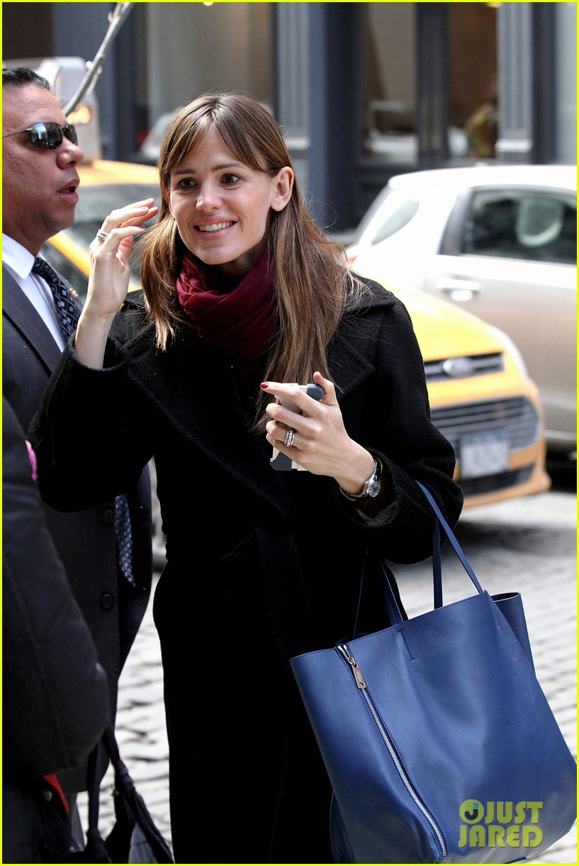 jennifer garner keeps bundled during new york city trip 08