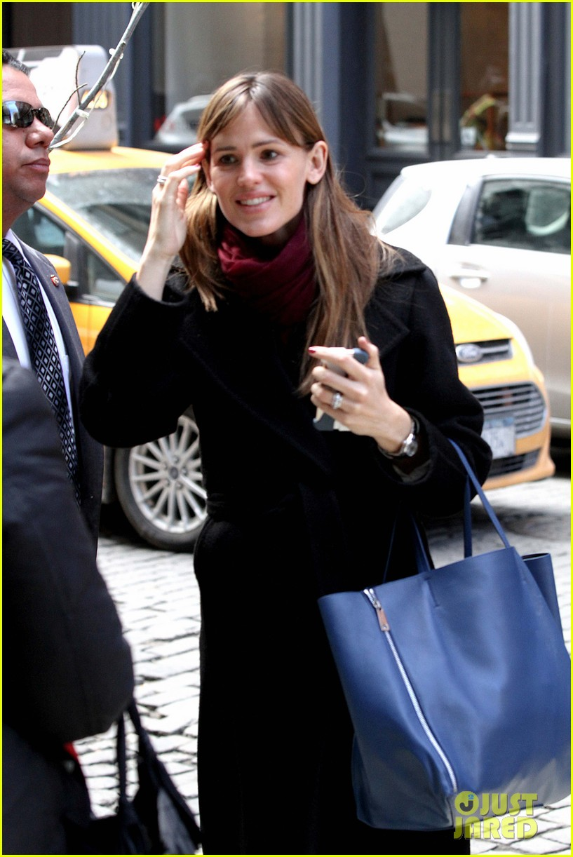 jennifer garner keeps bundled during new york city trip 093067085
