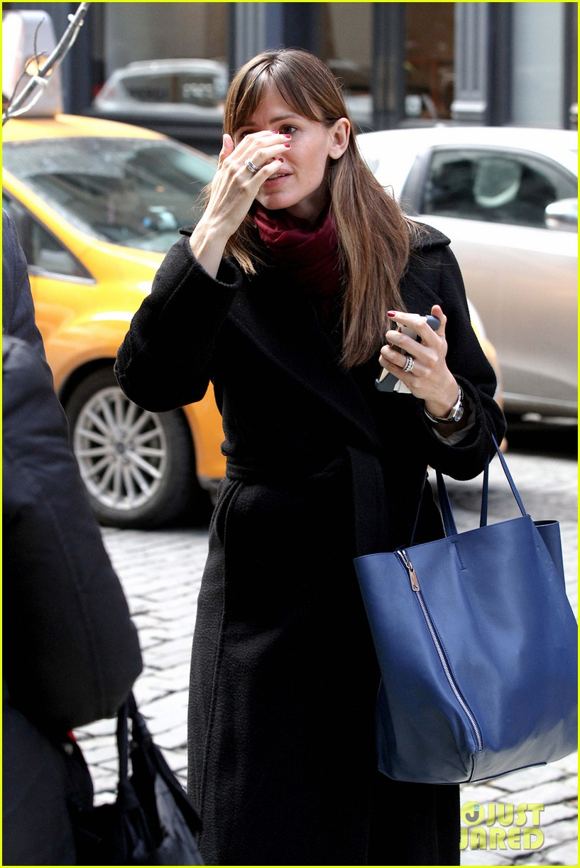 jennifer garner keeps bundled during new york city trip 11