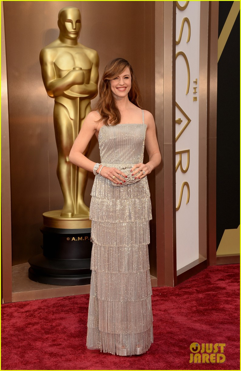 jennifer garner oscars 2014 red carpet 01