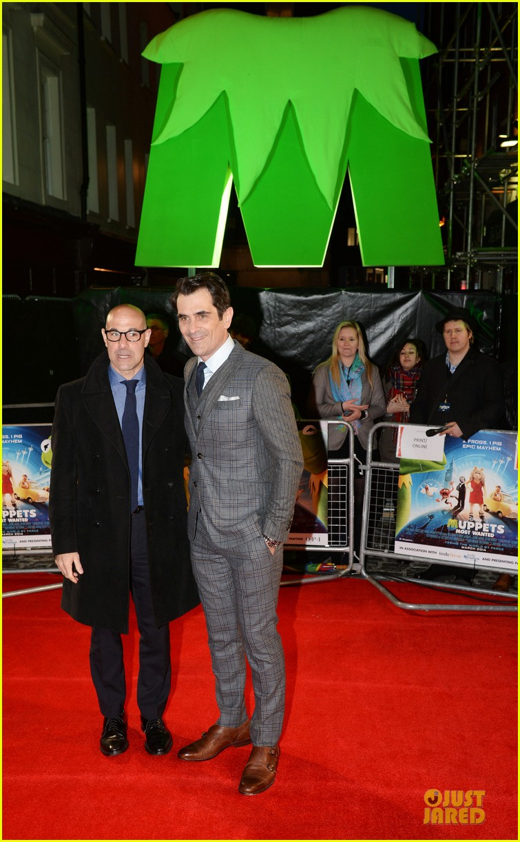ricky gervais ty burrell look vip at muppets london 033077989
