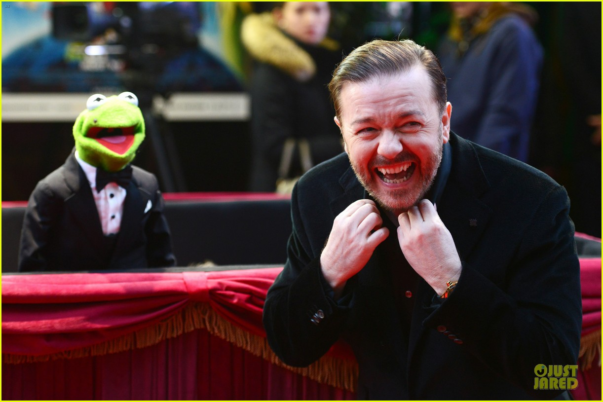 ricky gervais ty burrell look vip at muppets london 043077990