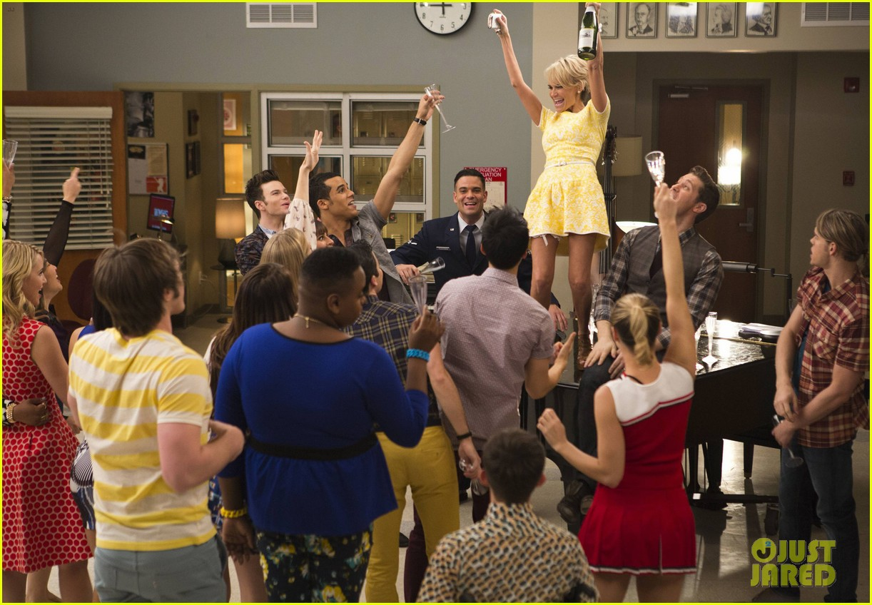 glee 100th episode stills 093073305