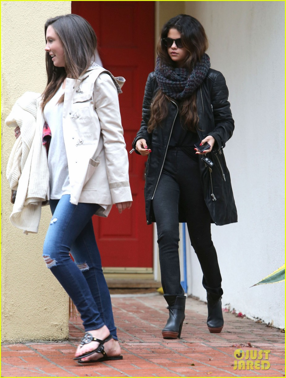 selena gomez bundles up on a rare rainy day in los angeles 053063238