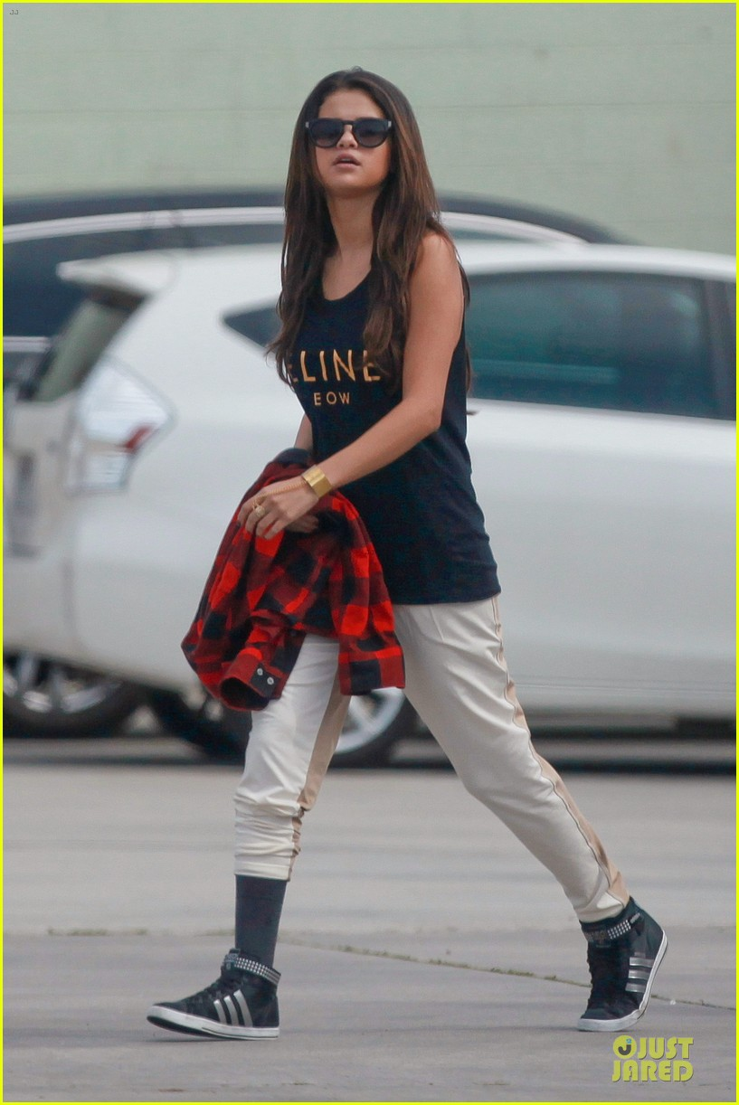 selena gomez is a meowing feline at a dance studio 063065177