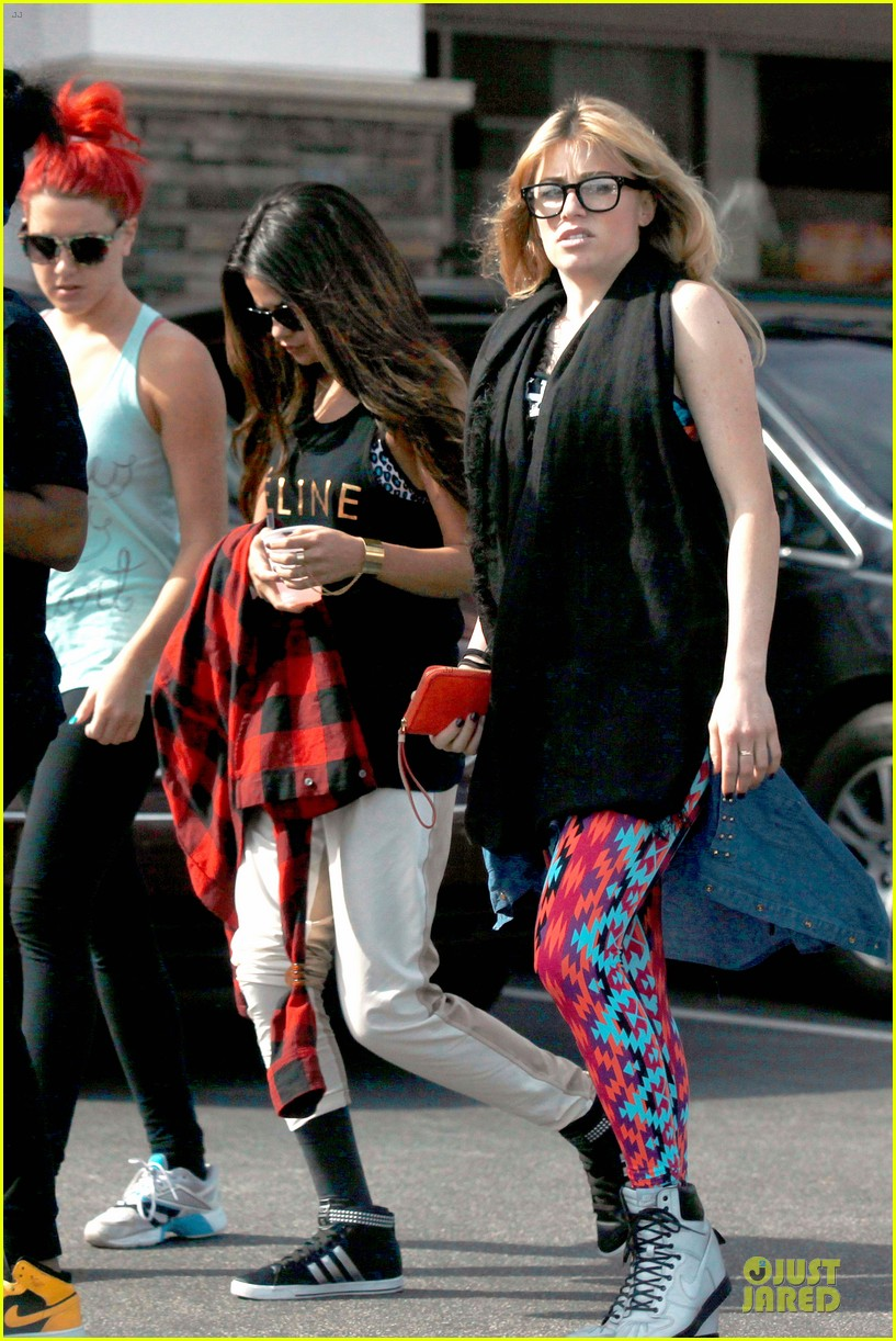 selena gomez is a meowing feline at a dance studio 123065183