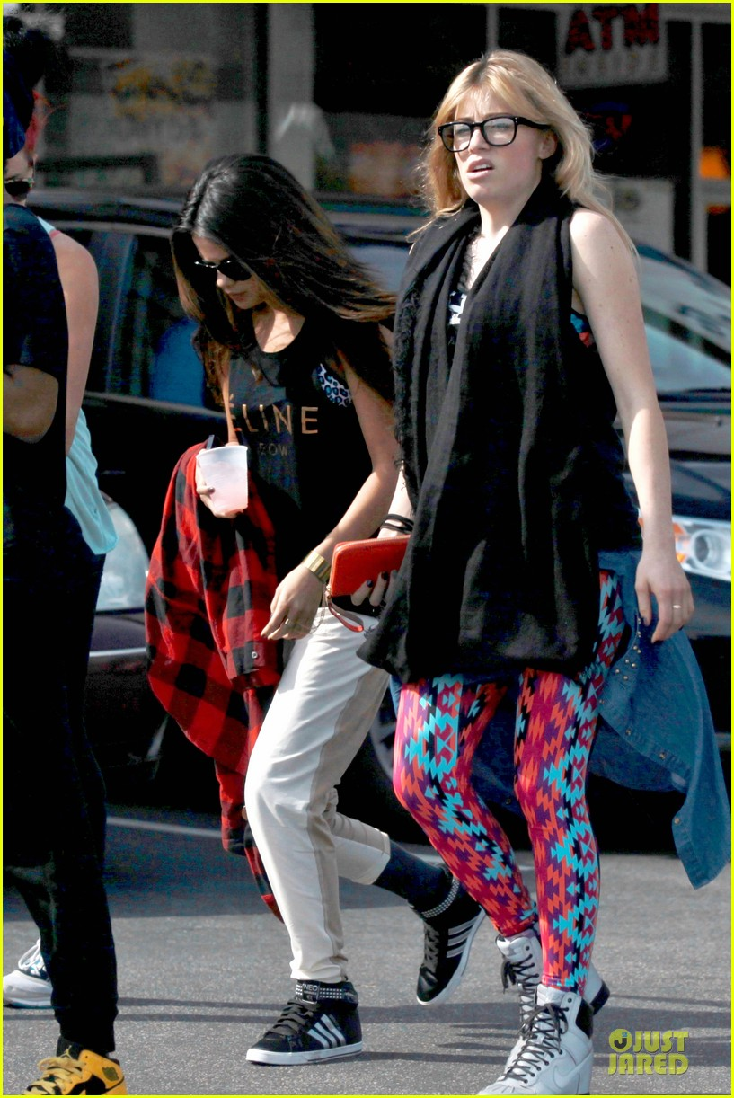 selena gomez is a meowing feline at a dance studio 133065184