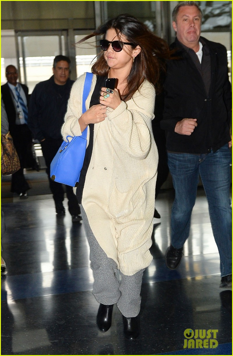 selena gomez leaves new york after lovely trip 033070577