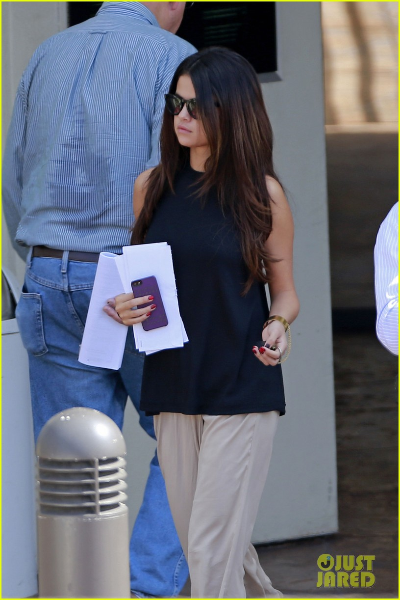 selena gomez emerges after justin biebers instagram post 043066560