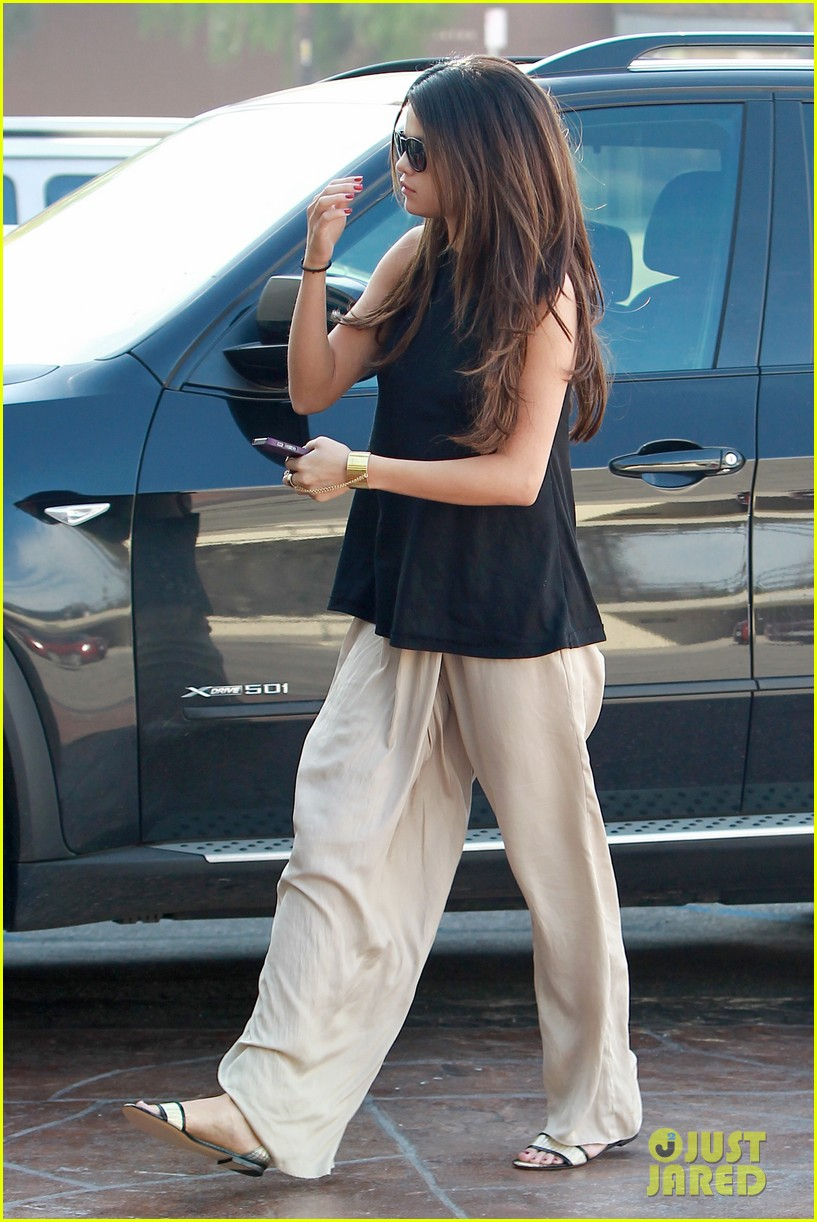 selena gomez emerges after justin biebers instagram post 123066568