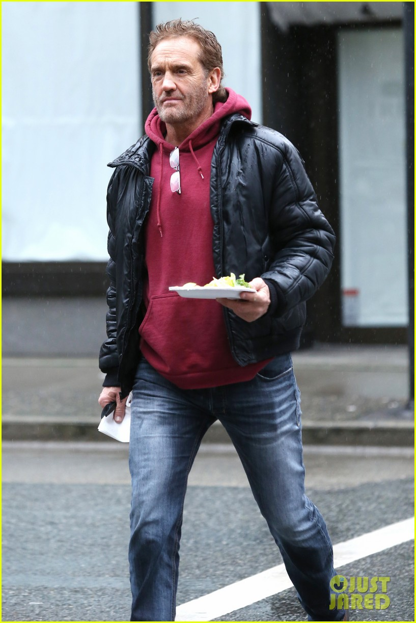 grant gustin begins filming the flash 09