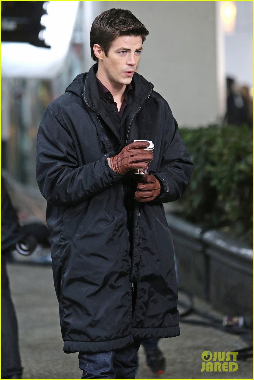 grant gustin begins filming the flash 103066482