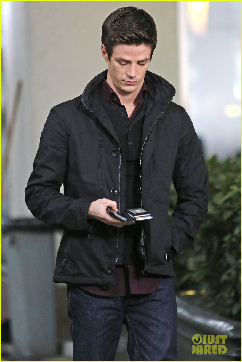 grant gustin begins filming the flash 123066484