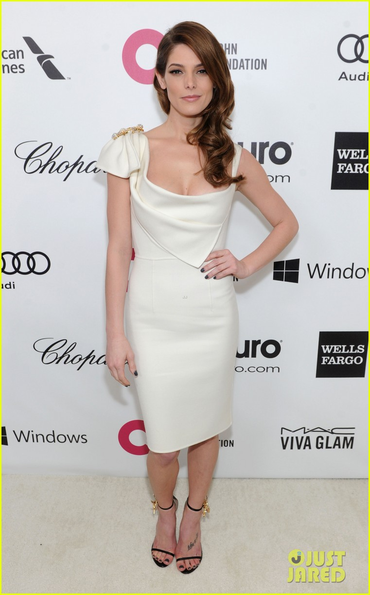 ashley greene watches the oscars 2014 in style at the elton john party 01