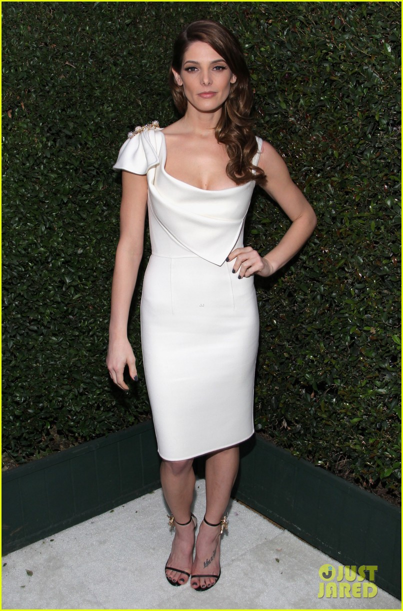 ashley greene watches the oscars 2014 in style at the elton john party 023064094