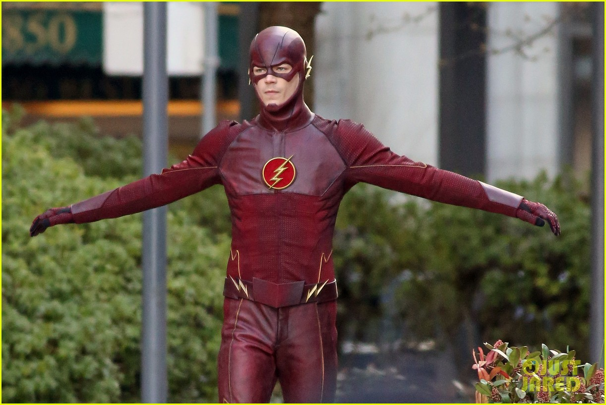 grant gustin flashes into action 103071216
