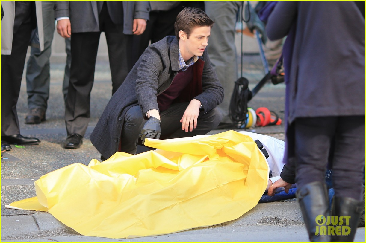 grant gustin flashes into action 213071227