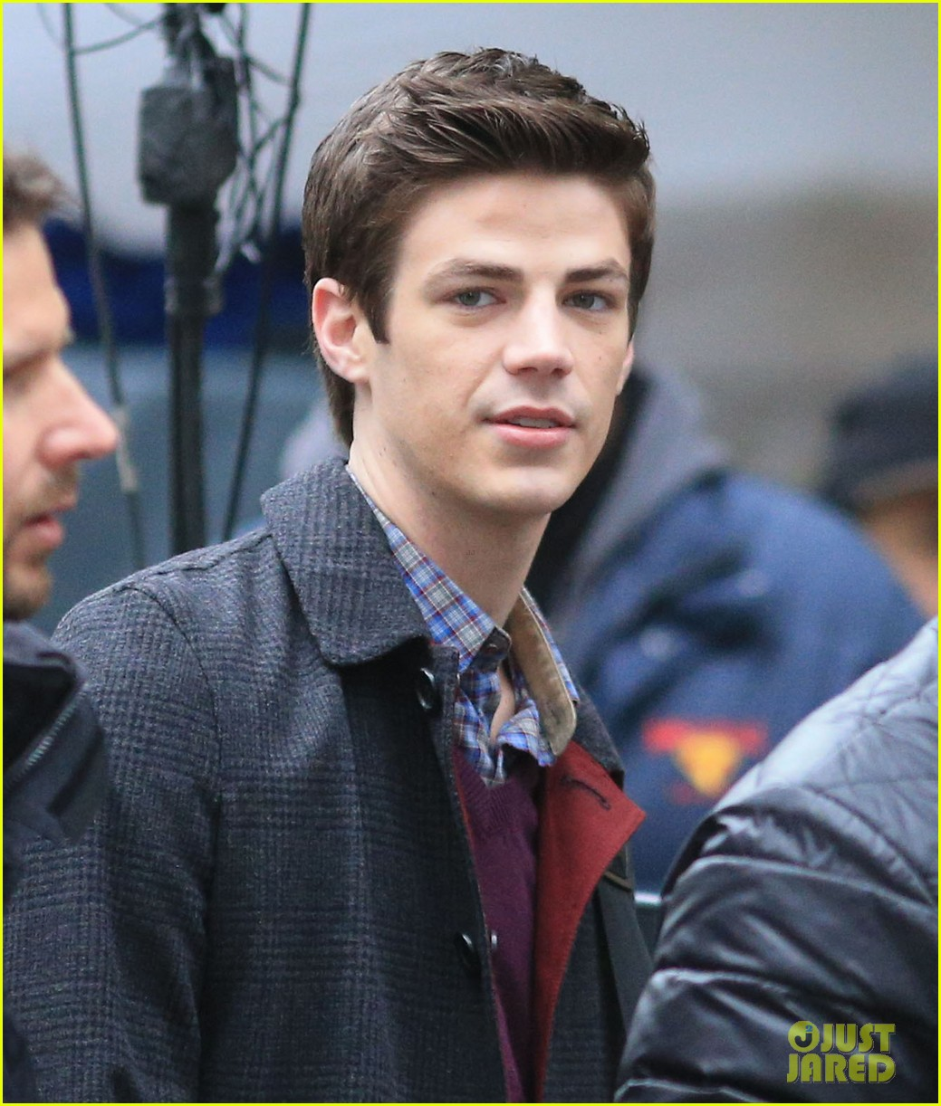 the flashs grant gustin cant wait to see his pup 023077557