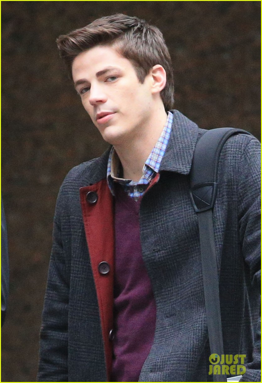 the flashs grant gustin cant wait to see his pup 093077564