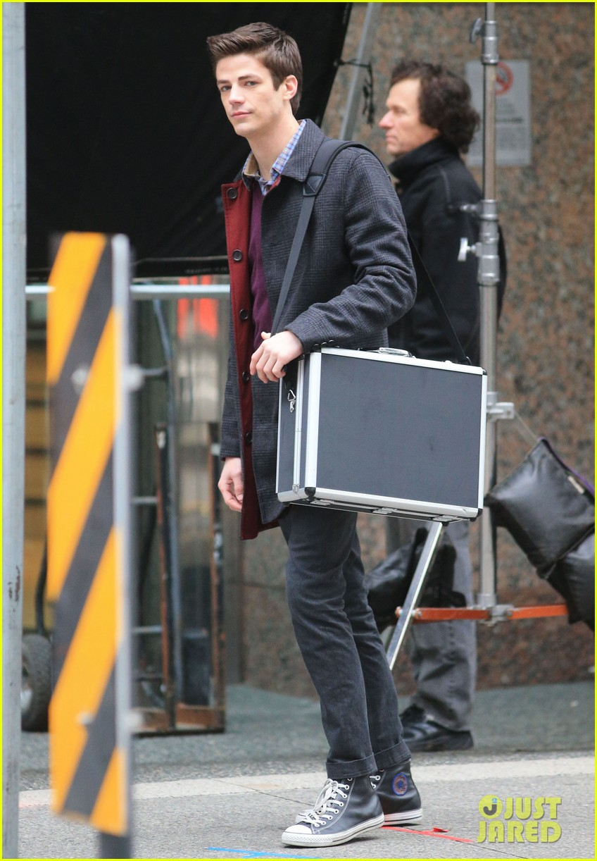 the flashs grant gustin cant wait to see his pup 113077566