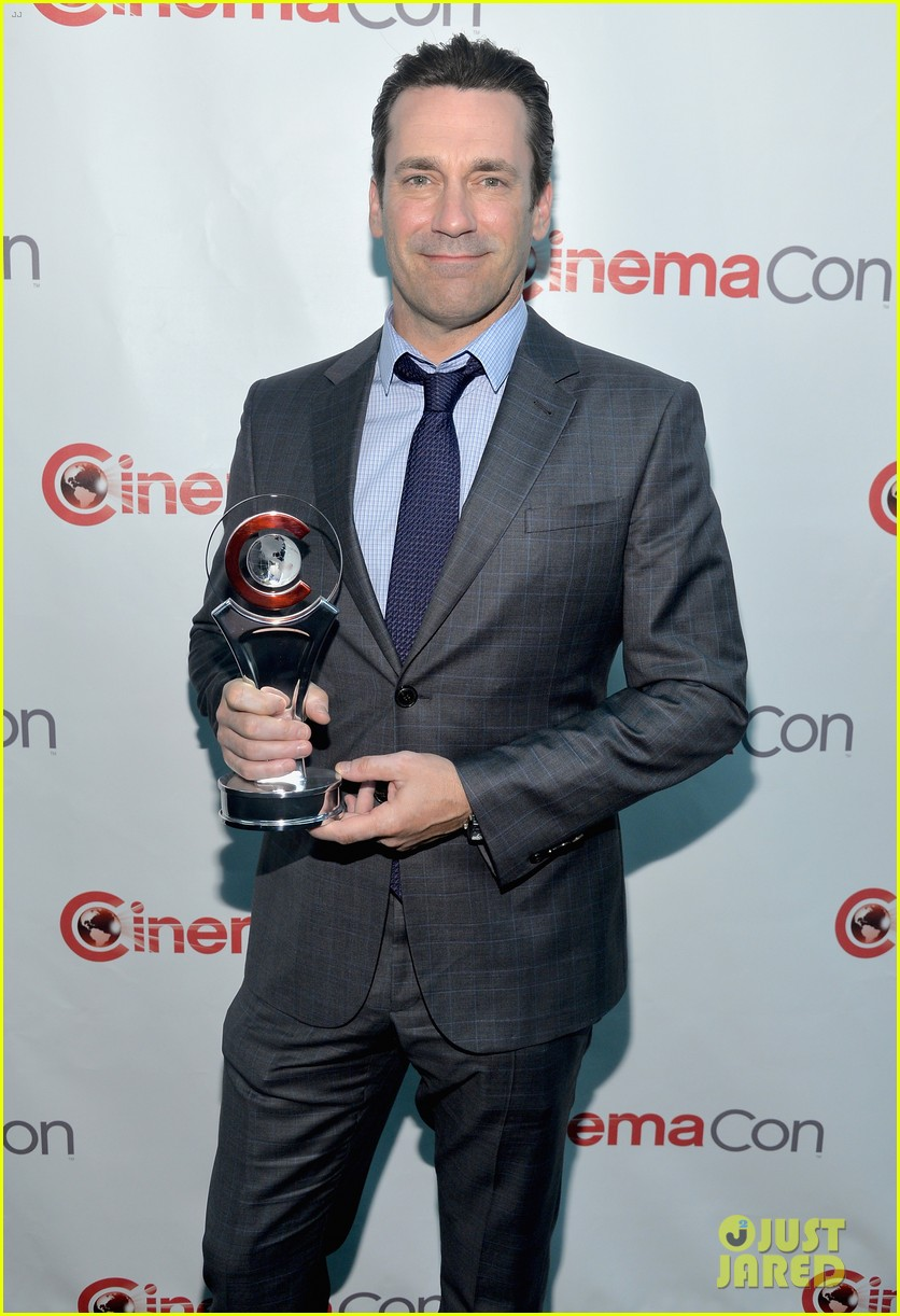 jon hamm excellence in acting award cinemacon 073079097